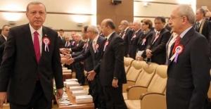 Recep Tayyip Erdoğan Kemal Kılıçdaroğlu'nun elini neden sıkmadı?