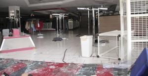 Venezuela'da dükkanlar yağmalandı