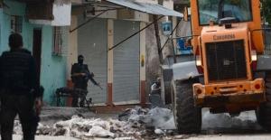 Diyarbakır'da bomba yüklü traktör ele geçirildi!