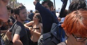 İzmir'de 1 Mayıs kutlamalarında soyunan eylemcilere işlem başlatıldı
