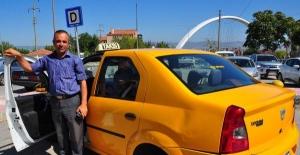 2 Yabancı dil bilen Manisalı taksici turistlerin gözdesi oldu