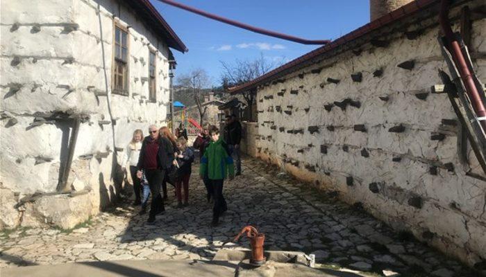 span style=color:unset800 yıllık köy turist akınına.../span