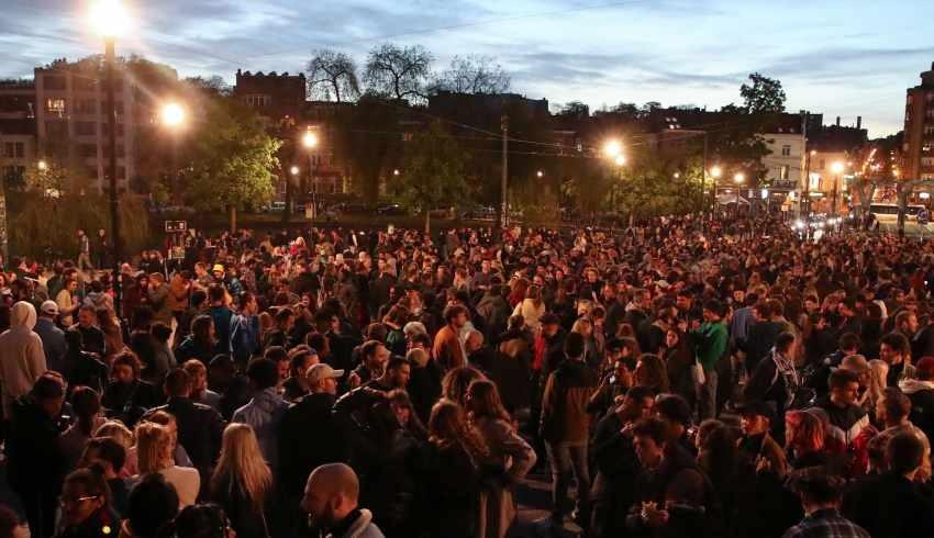 Belçika'da 7 aydır devam eden kısıtlamalar kaldırıldı, halk sokaklara döküldü