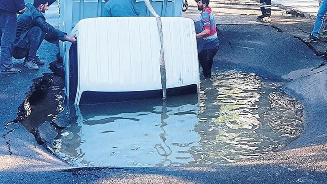 Bodrum'da asfalt patladı, 3 kişi az kalsın boğuluyordu!
