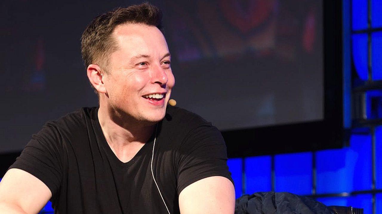 Elon Musk, Apple'a CEO olmak istediği iddialarına yanıt verdi