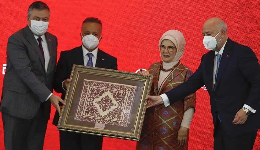 Emine Erdoğan: Hayatın dönüm noktaları dokumalarla anlam kazanır