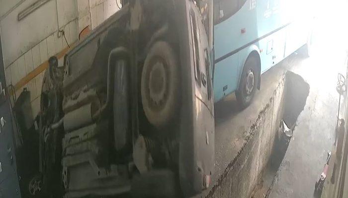 Esenyurt'ta oto sanayide halk otobüsü dehşeti! Yerle bir etti