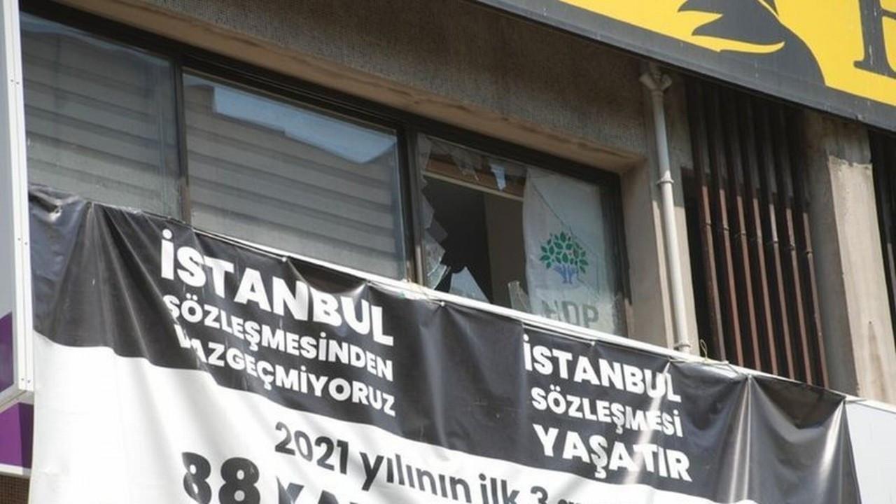 HDP İzmir İl Başkanlığı'nın bulunduğu binada silah sesleri yükseldi!