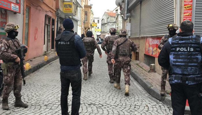 İstanbul Aksaray'da gece kulübünde silah...