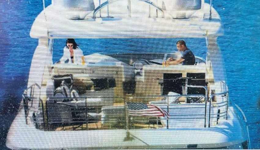 İşte aşkın fotoğrafı: Sibel Can ve Emir Sarıgül teknede baş başa