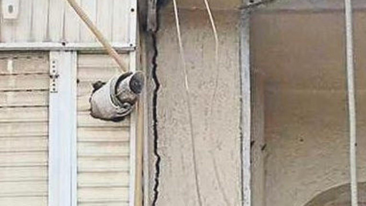 İzmir depremi Manisa'da da bazı binalarda hasara yol açtı