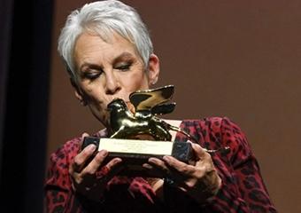 Jamie Lee Curtis Venedik'te Yaşam Boyu Başarı Altın Ayı Ödülü'nü aldı