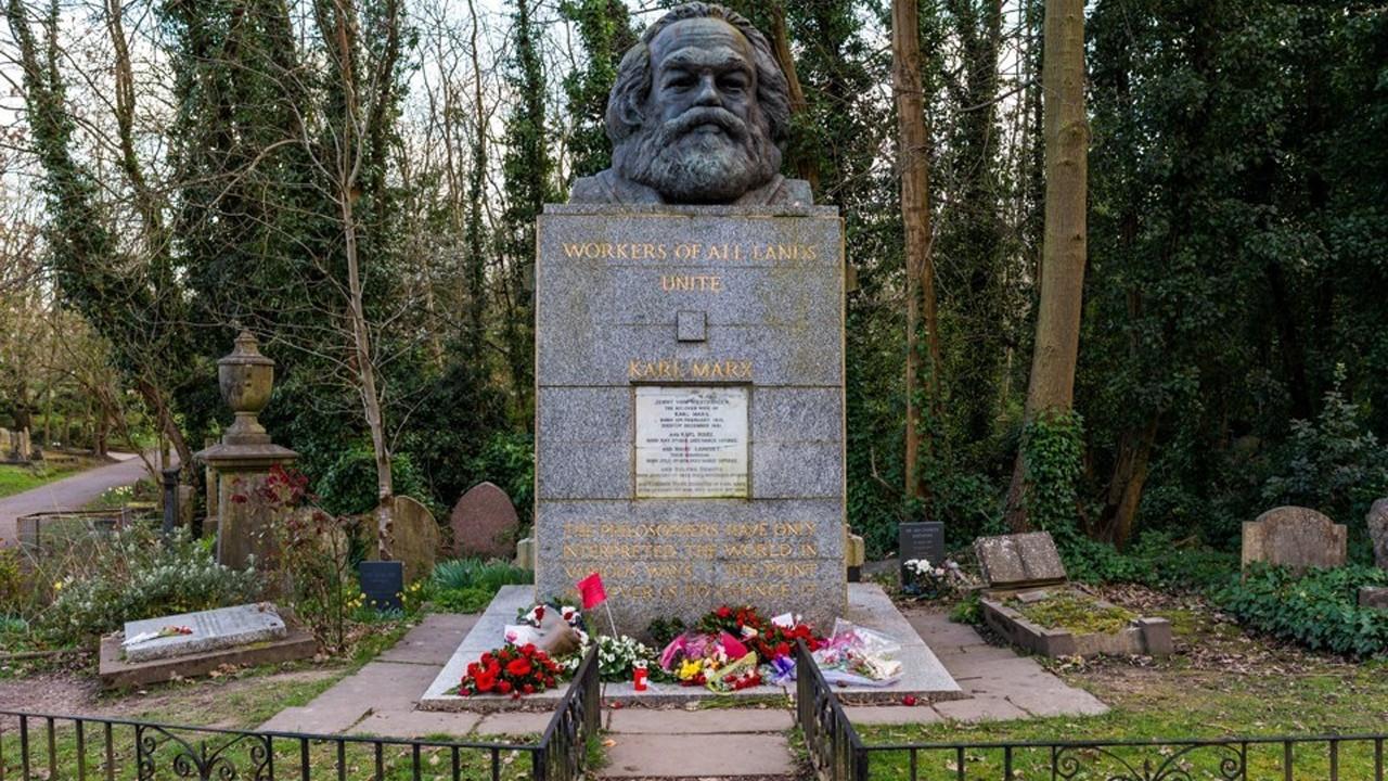 Karl Marx'ın yattığı mezarlığa dükkân!