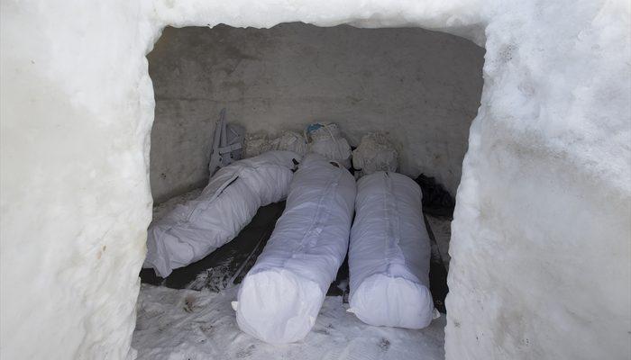 Mehmetçik dondurucu soğukta görevinin...