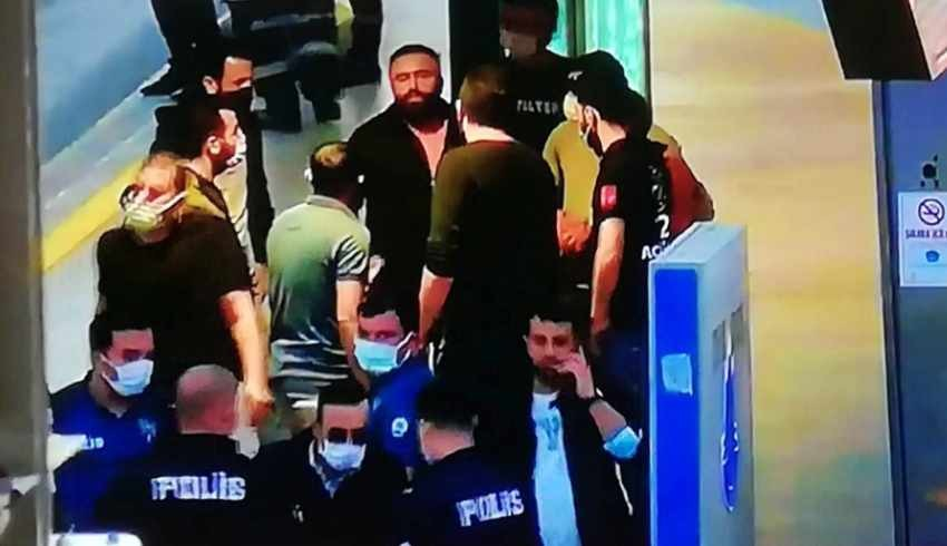 Metrobüste rehine eylemi! Zorla gözaltına alındı