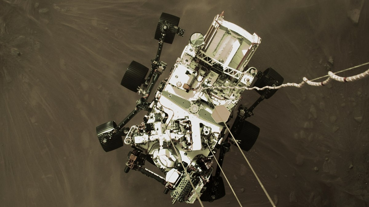 Perseverance, uzaylı yaşamı aramaya başladı NASA'nın Mars keşif aracı Perseverance uzaylı yaşamını aramaya koyuldu. Araç, robot kolları sayesinde...