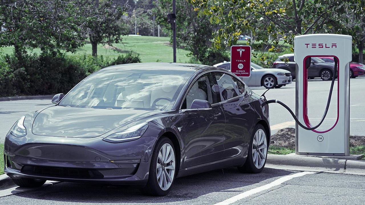 Pil kısıtlamaları Tesla'ya pahalıya patladı