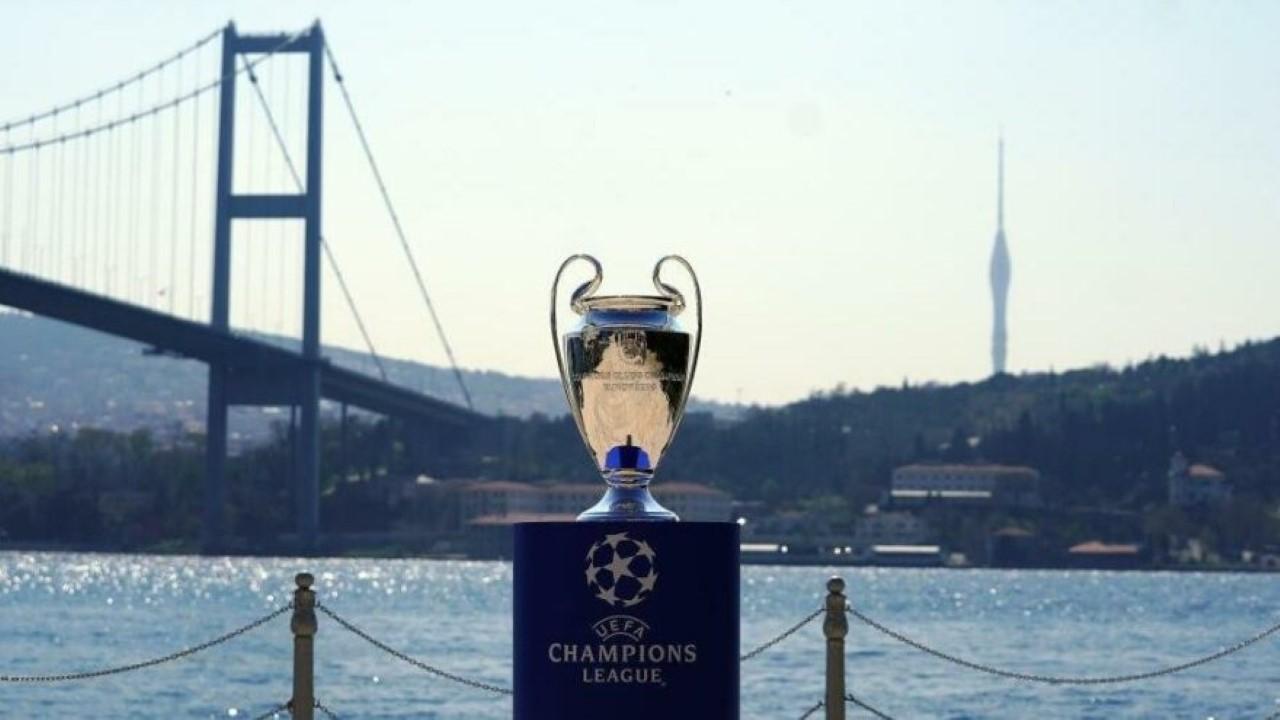 Şampiyonlar Ligi finali İstanbul'dan alındı! İlk tepkiler UEFA'dan yapılan resmi açıklamaya göre, İstanbul Atatürk Olimpiyat Stadı'nda oynanması planlanan Manchester...