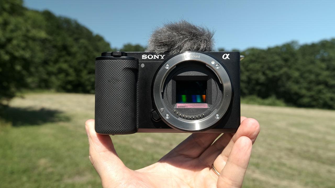 Sony, yeni kamerasıyla vlogger'lara göz kırpıyor