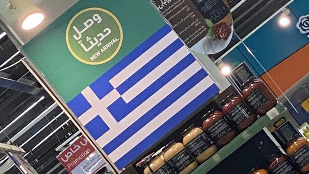 Suudi Arabistan'da Türk ürünlerinin yerine Yunan bayrağı asıyorlar