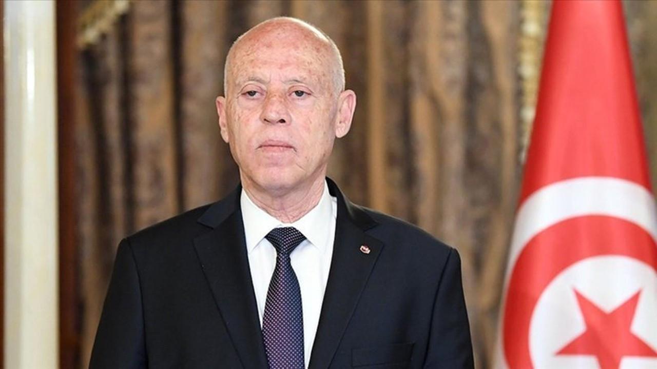Tunus'ta Cumhurbaşkanı Başbakanı görevden alıp, Meclisi dondurdu!