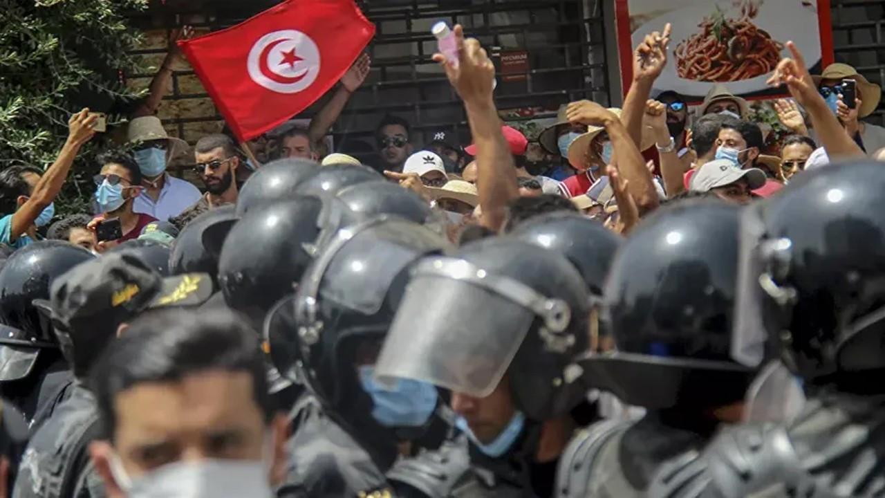 Tunus'ta güvenlik güçleri Al Jazeera ofisini bastı!