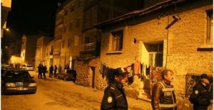 İzmir'de Jandarma Aracına Saldırı, 2 Asker Yaralı!