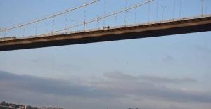 Boğaziçi Köprüsü'nde intihar girişimi, trafik felç oldu