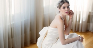 Burcu Biricik Instyle Wedding dergisi için gelinlikle poz verdi