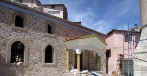Camideki restorasyonda tarihi süsleme ve kapılar bulundu