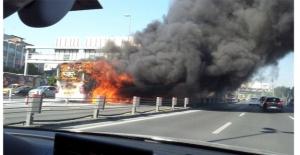 Topkapı'da metrobüs yangını! İstanbul Topkapı'da patlama da meydana geldi