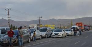 Ağrı Doğubeyazıt'ta PKK 12 araç yaktı