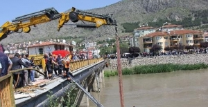 Amasya'da yolcu minibüsü ırmağa uçtu: 14 yaralı!