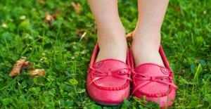 Çocuklarda ayak sağlığının baş düşmanı babetler!