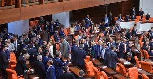 'Dokunulmazlık'ta laiklik gerilimi! CHP'li vekiller Meclis'i terk etti
