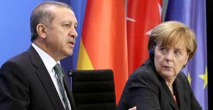 Erdoğan yüzünden, Merkel'in partisi oy kaybetmeye devam ediyor