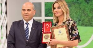 Esra Erol Mehmetçik Vakfı'na bağışta bulundu