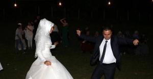 Evlendikten bir gün sonra babasını öldürdü, annesini ve ablasını yaraladı