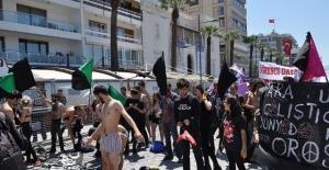 İzmir 1 Mayıs Kutlamalarında Çıplak Protesto!