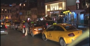 Kadıköy'de taksici ve dolmuşcular arasında silahlı kavga: 1 yaralı