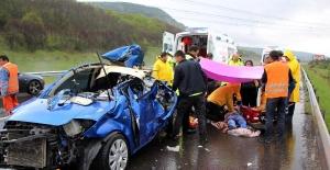 Kamyona çarpan otomobilin sürücüsü öldü, eşi yaralandı
