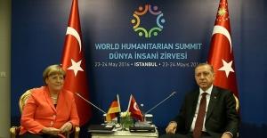 Merkel: Türkiye vize muafiyeti için tüm şartları yerine getirmeli!