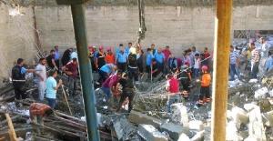 Mersin'de havuz inşaatı çöktü: 1 işçi enkaz altında