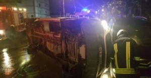 Minibüs ile Cip kavşakta çarpıştı: 4 yaralı