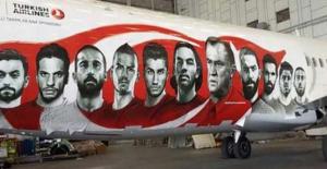 THY'nin Euro 2016 Milli Takım için boyadığı uçak görüntülendi