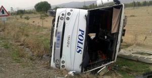 Adana'da Çevik kuvvet otobüsü devrildi: Yaralı polisler var