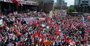 Binlerce CHP'li Kılıçdaroğlu'na destek için genel merkez önünde!