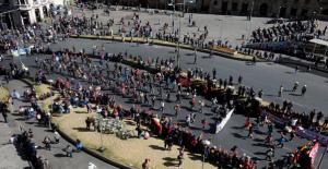 Bolivya'da halk sokaklarda