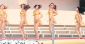 Buca Eğitim Fakültesi'ndeki bikinili mezuniyet töreni medyayı ikiye böldü