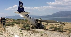 Burdur'da eğitim uçağı zorunlu iniş yaptı!